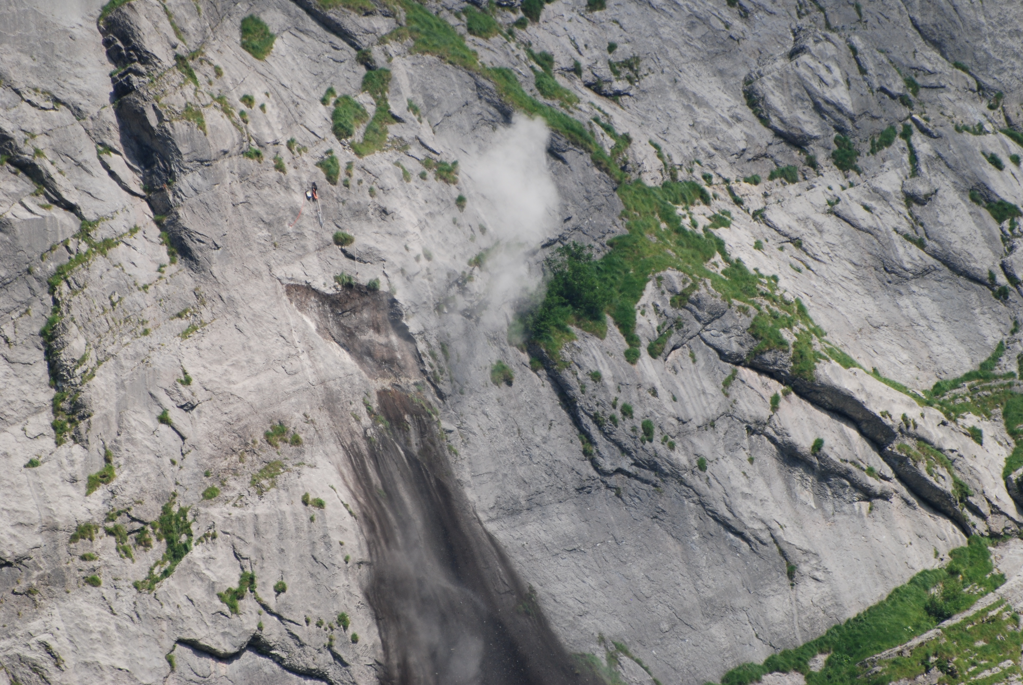 Klettersteig Fürenwand : Engelberg titlis erfolgreiche sprengung am klettersteig fürenwand