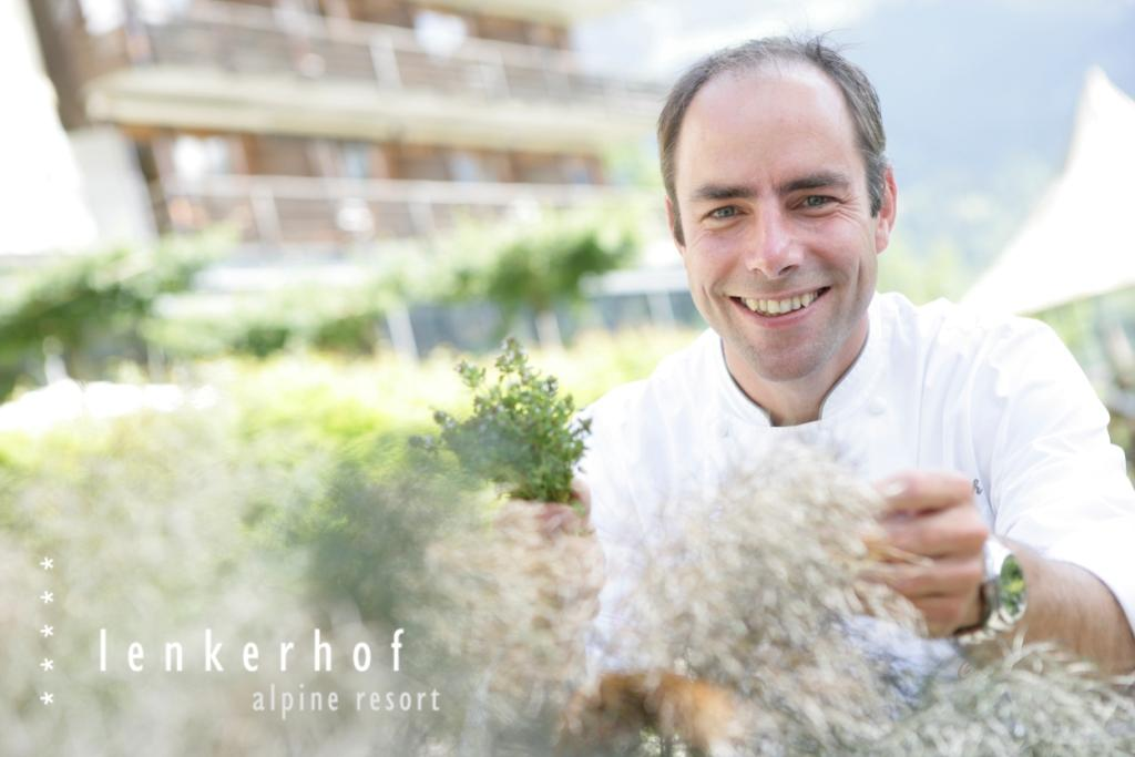 Mit nunmehr 17 Gault-Millau Punkten steigt Lenkerhof Küchenchef Jan Leimbach ein Stück höher in den Gourmet Olymp auf.