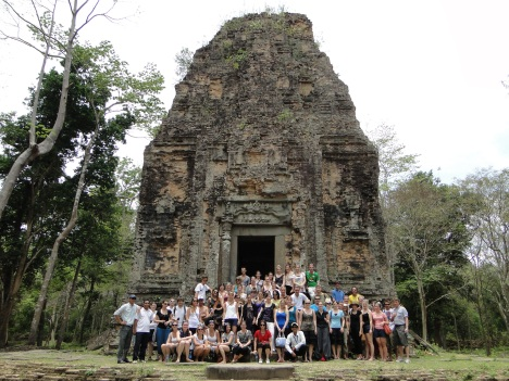 Gruppenbild 1 in Sambor Prei Kuk bei Kampong Thom (c) Michael Scholten