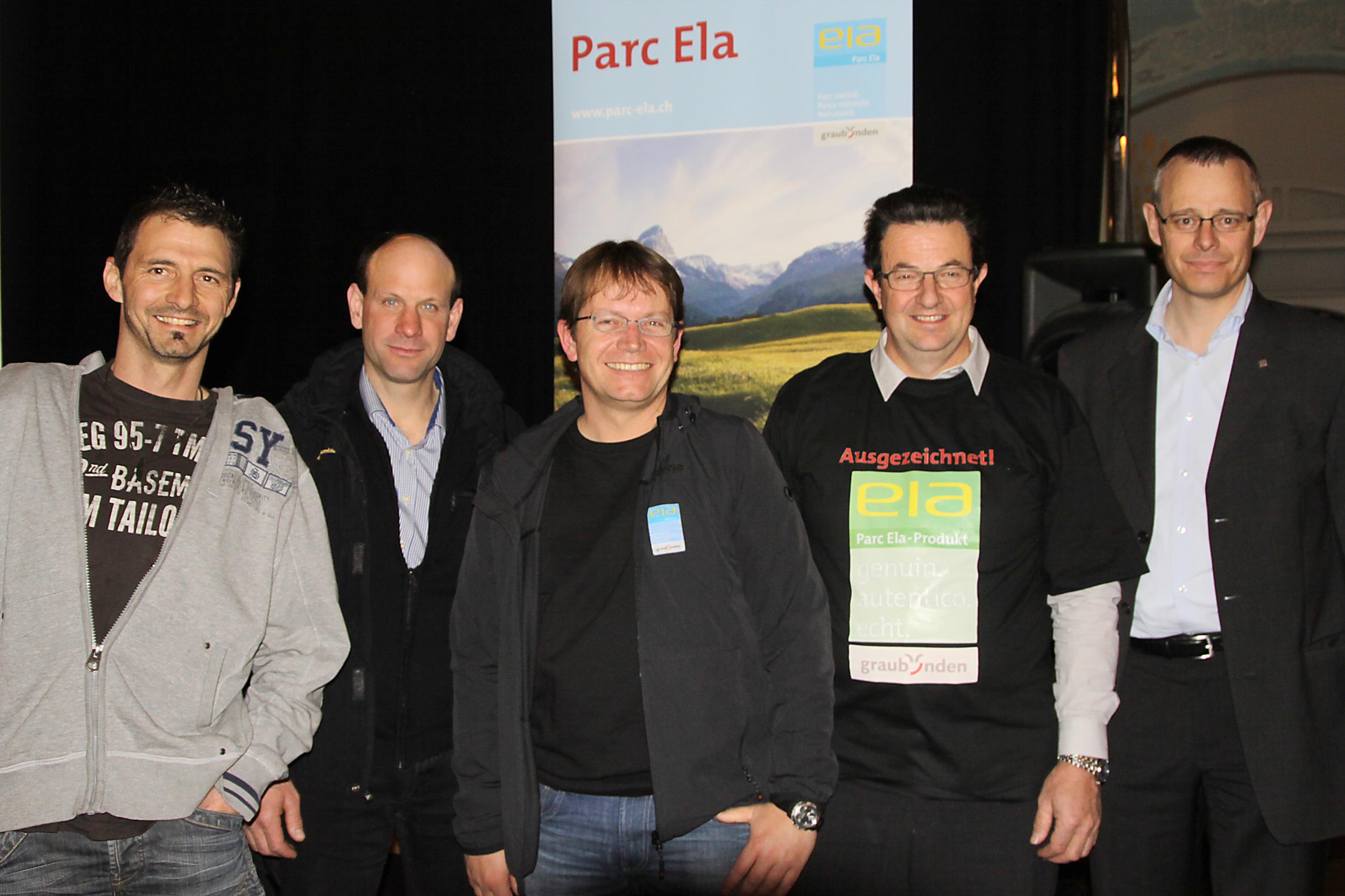 Von links nach rechts: Cordo Simeon und Daniel Albertin, die neuen Vorstandsmitglieder, mit Geschäftsleiter Dieter Müller, dem zurückgetretener Vorstand Bruno Salis und dem neuen Beirat Michael Caflisch.