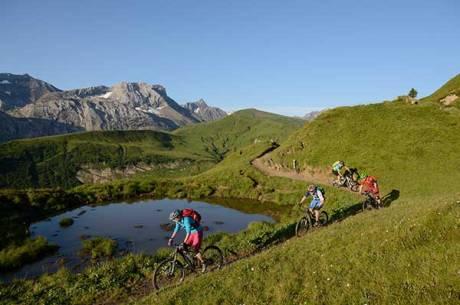 Biker erobern die Destination Adelboden-Lenk-Kandersteg.